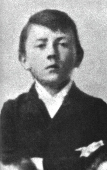 Adolf_Hitler_as_a_child